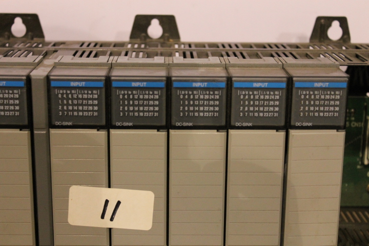 Lot 11 - ALLEN-BRADLEY SLC 500 RACK W/ VARIOUS CARDS (SEE PICTURES)