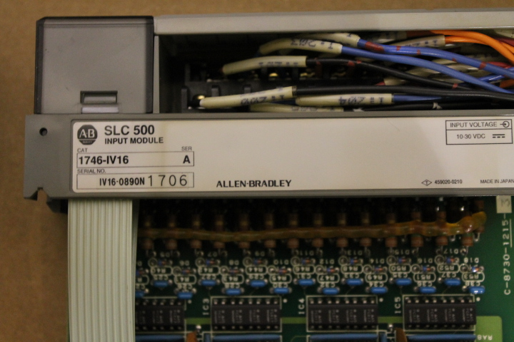 Lot 12 - ALLEN-BRADLEY SLC 500 RACK W/ VARIOUS CARDS (SEE PICTURES)