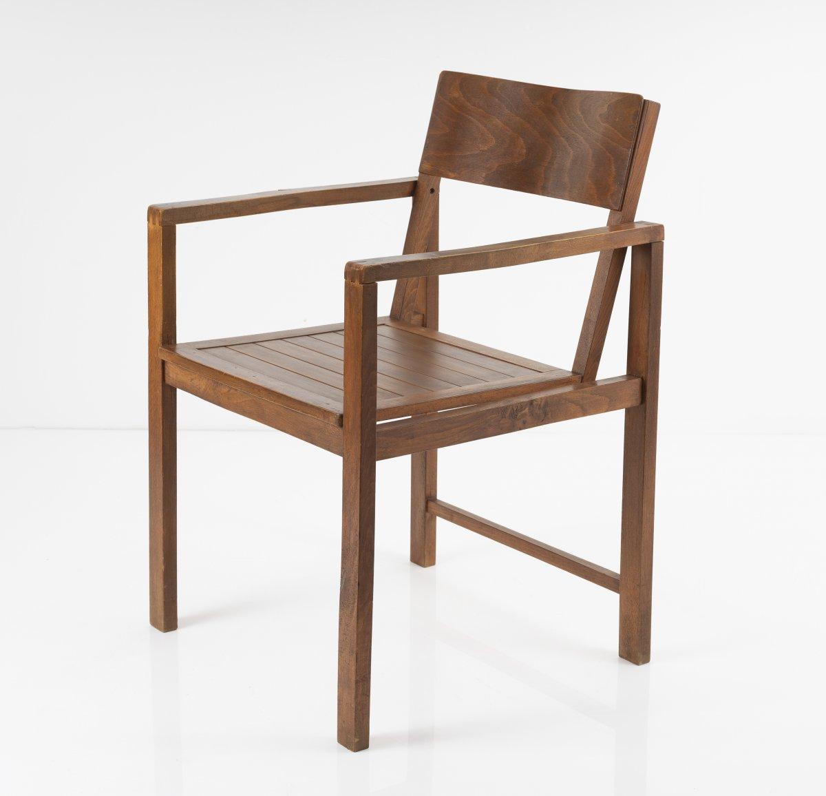 Los 54 - Erich Dieckmann, Armlehnstuhl, um 1928Armlehnstuhl, um 1928H. 80 x 53,5 x 54 cm.Hausrat GmbH,