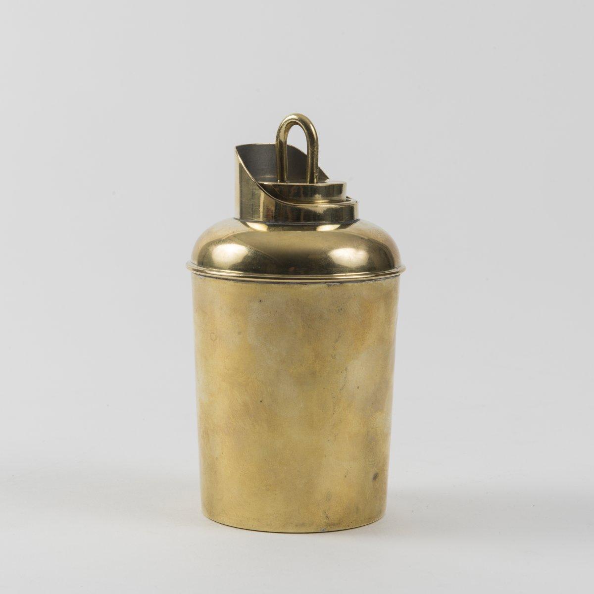 Los 26 - Wilhelm Wagenfeld, Teebüchse, 1927/29Teebüchse, 1927/29H. 13,5 cm, Ø 7,5 cm.Bauhochschule Weimar