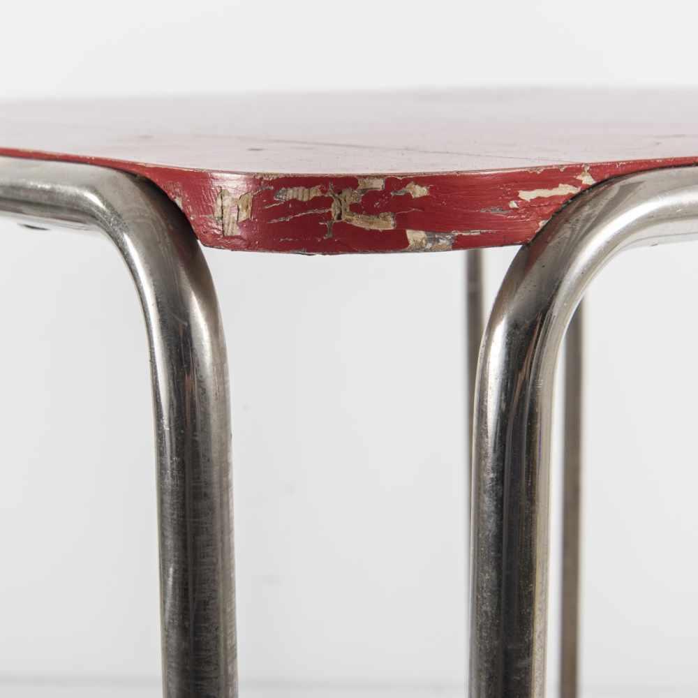 Los 32 - Marcel Breuer, Tisch 'B 10', 1927Tisch 'B 10', 1927H. 67 x 73,5 x 74 cm; Rohr Ø 2 cm. Thonet,