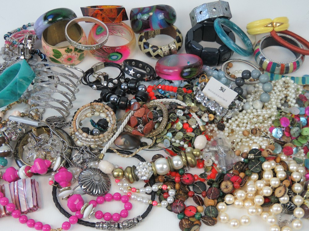 A large quantity of assorted modern and
