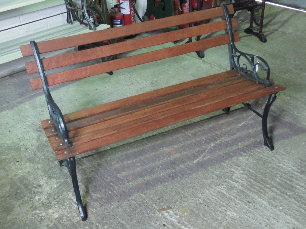 Lot 706 - A contemporary iron framed slatted garde