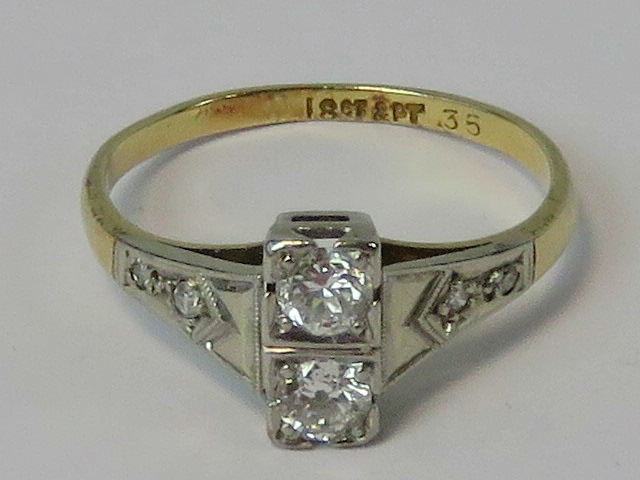 An 18ct gold Art Deco diamond ring havin