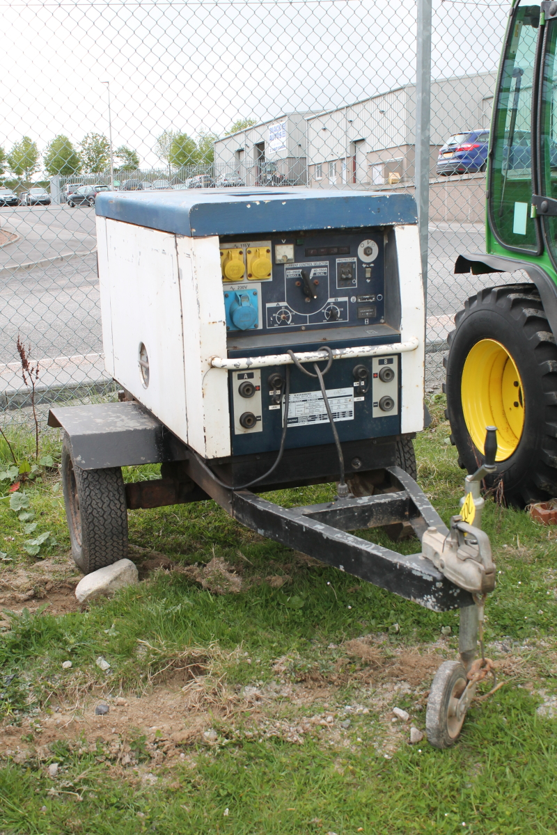 Lot 2050 - HONDA GENERATOR EXW2800 C/W 2 WAY WELDING