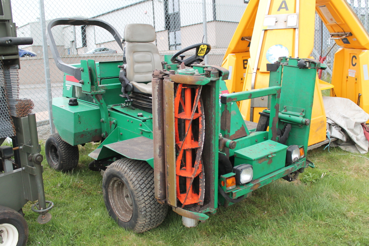 Lot 2055 - RANSOME 2130 RIDE ON MOWER KEY IN P/CABIN