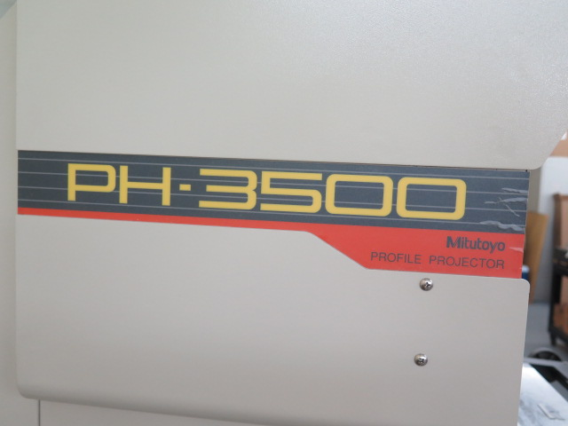 "Lot 44 - Mitutoyo PH-3500 15"" Optical Comparator s/n 760206 w/ Mitutoyo Micropak-2 Programmable DRO,"