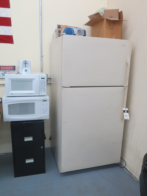 Lot 41 - Refrigerator And Microwaves