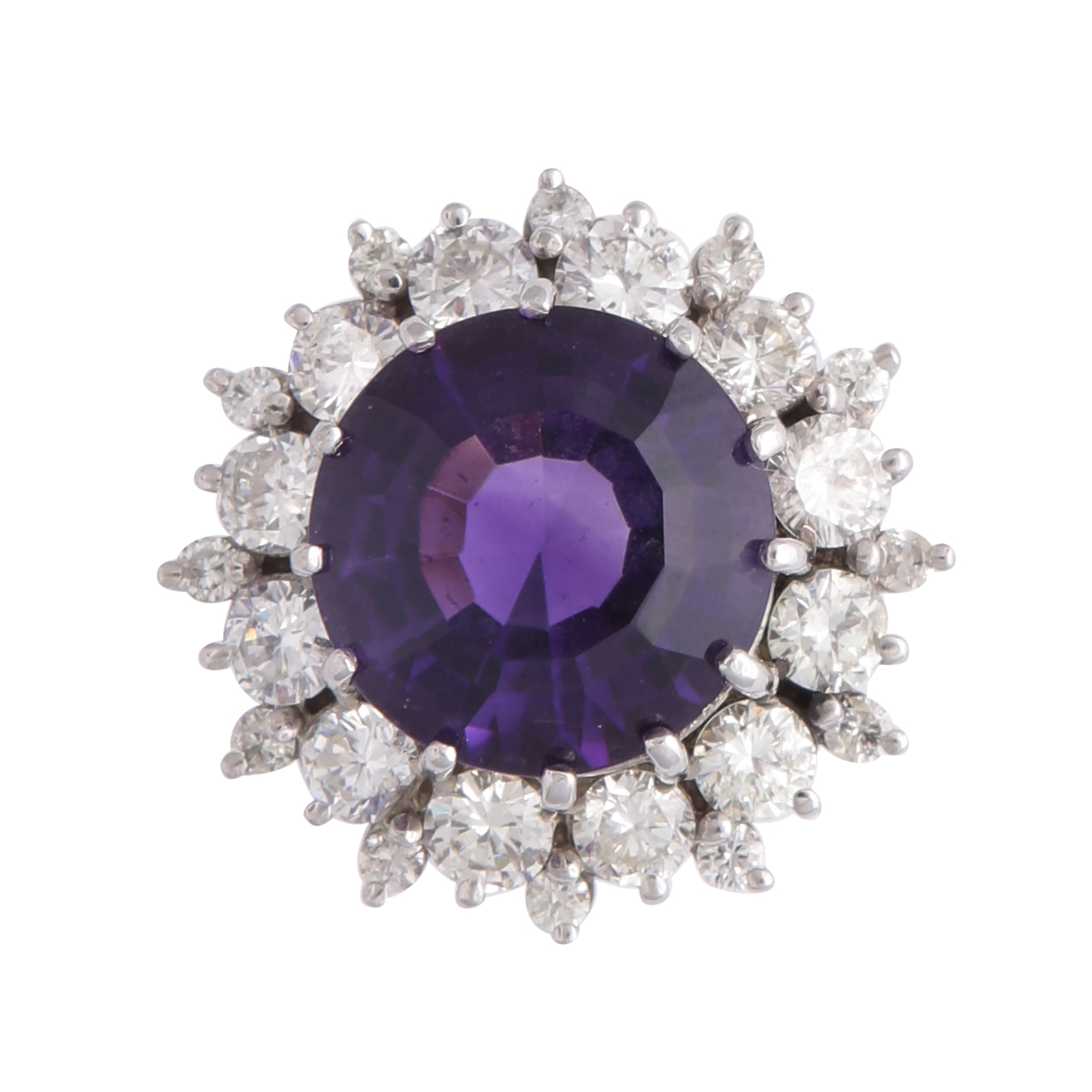 Los 208 - A magnificent amethyst and diamond cluster dress ring in white gold or platinum, the large,