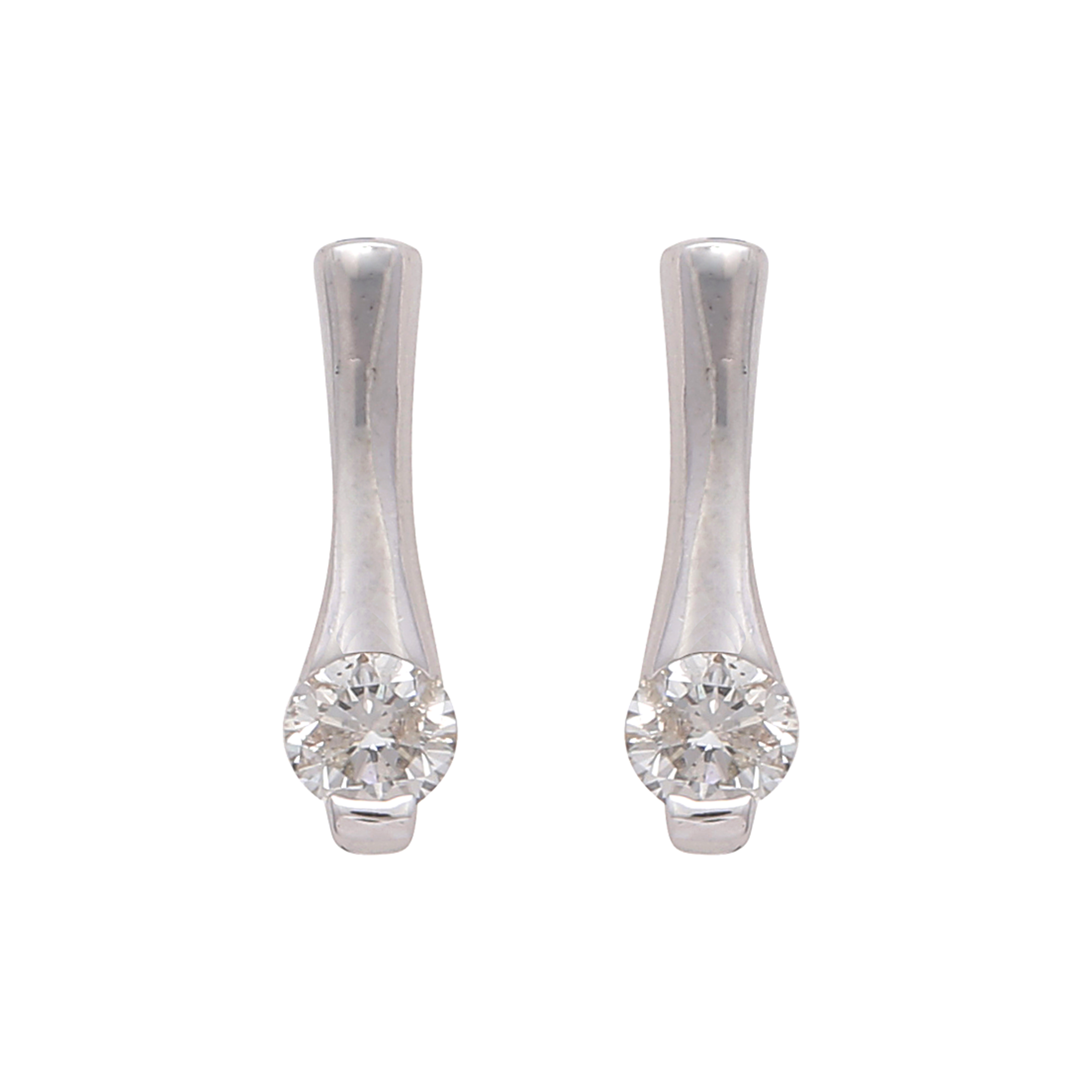 Los 193 - A pair of diamond stud earrings in white gold each designed as a round cut stone set at the bottom
