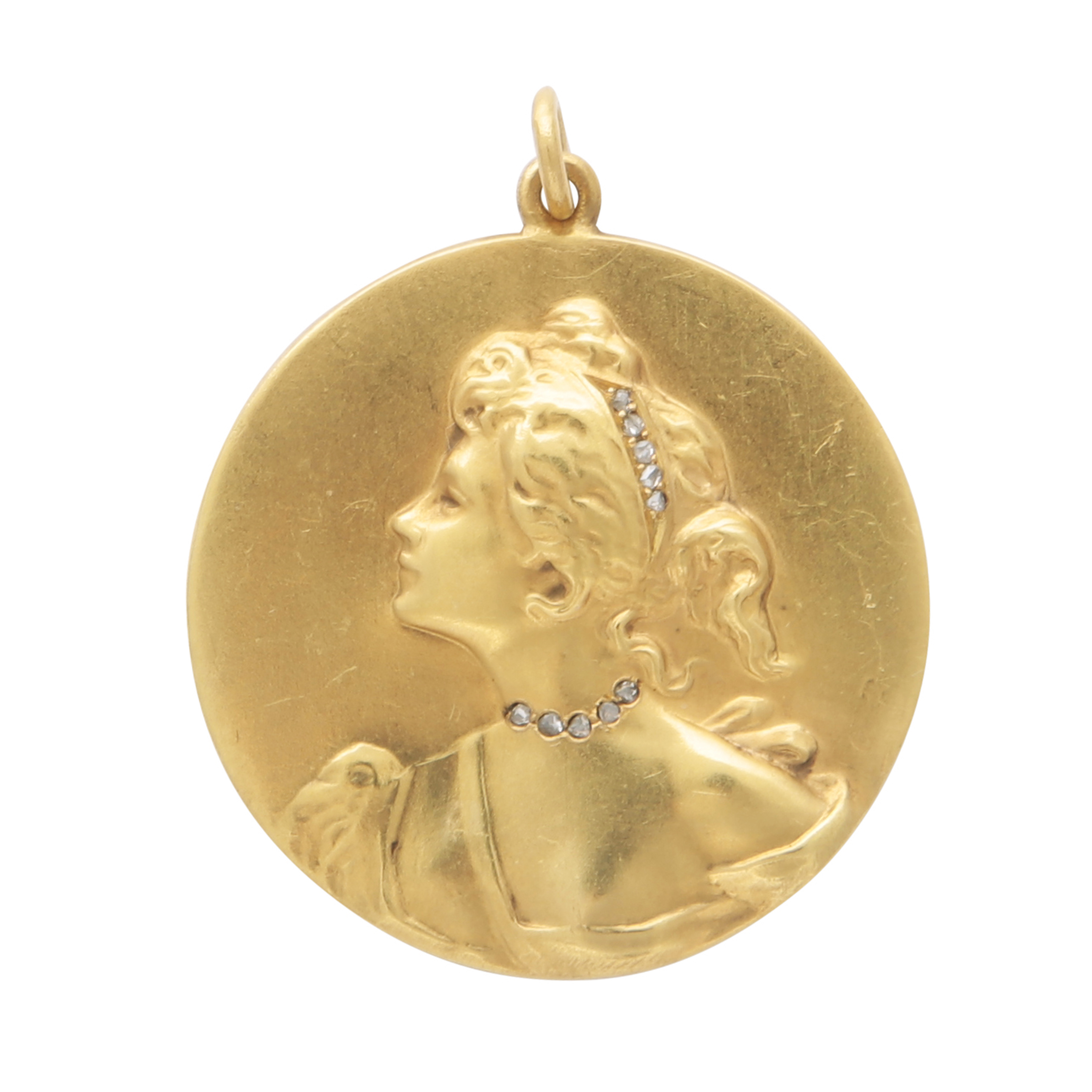 Los 218 - An Art Nouveau jewelled medallion pendant in high carat yellow gold, the circular medallion with