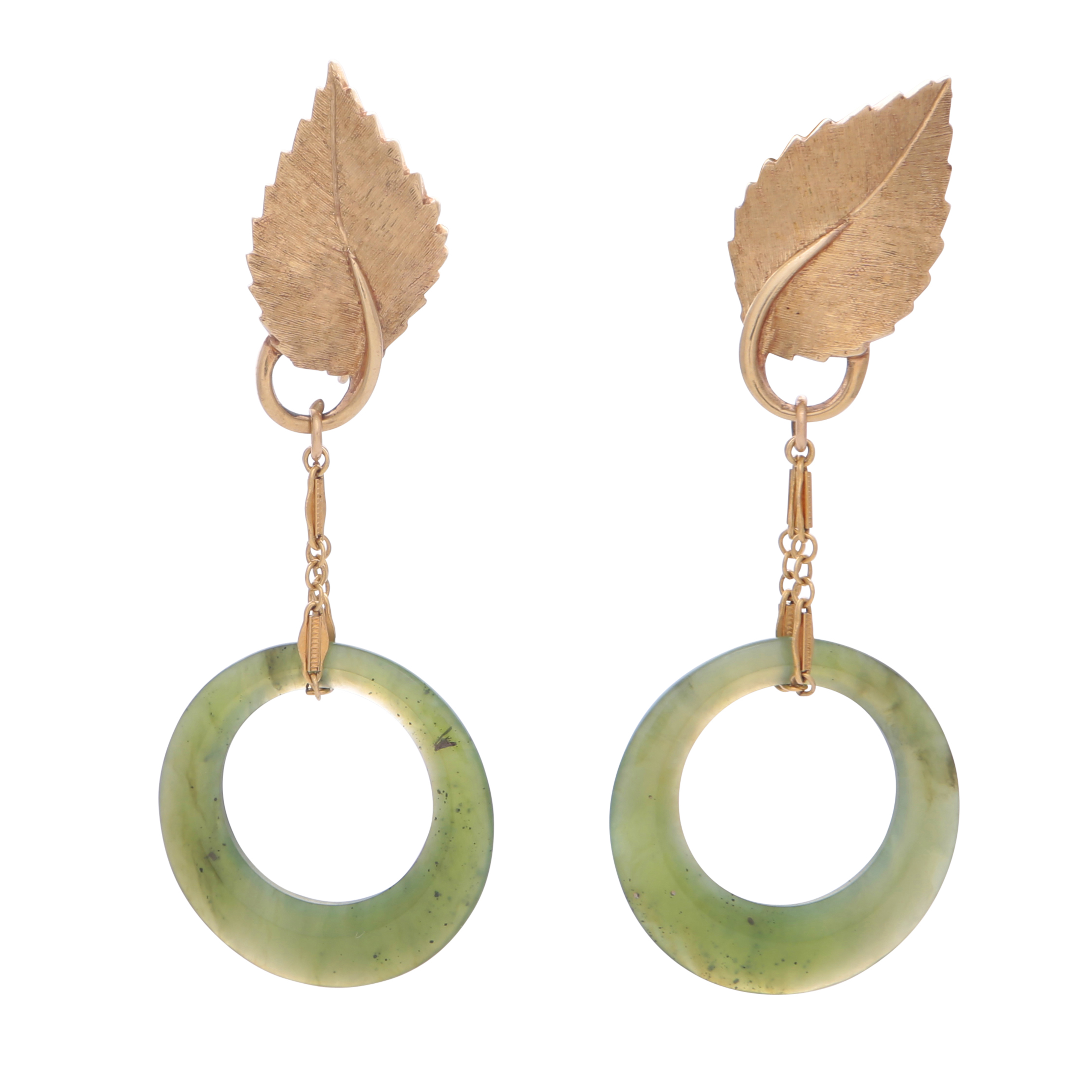 Los 179 - A pair of jade pendant clip earrings in 14ct yellow gold, designed as two hoops of green nephrite