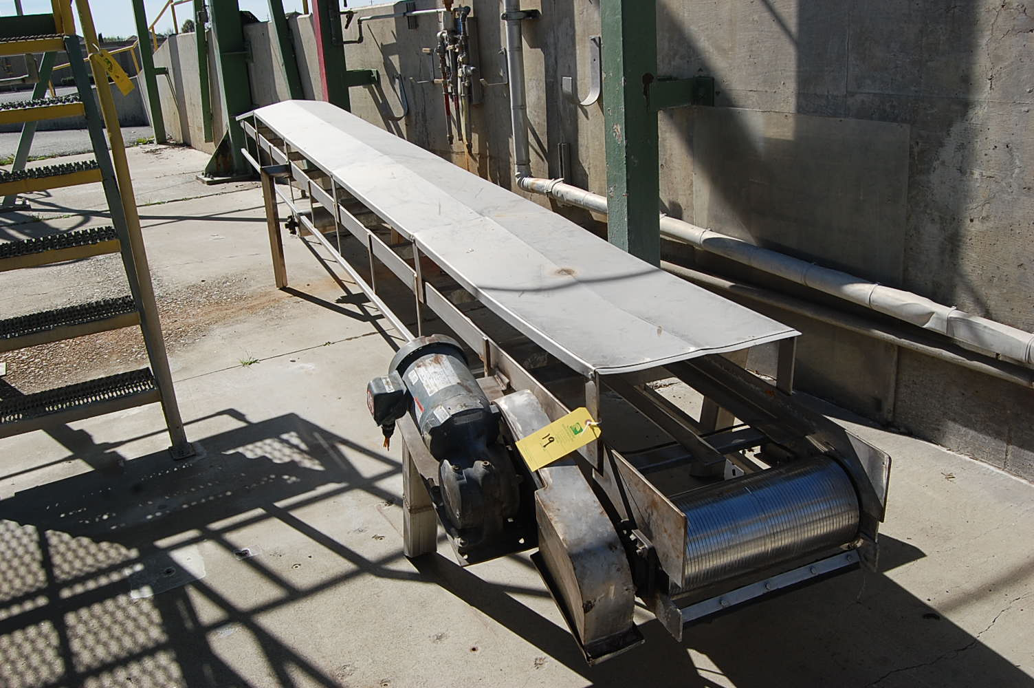 Stainless steel motorized belt conveyor 20 ft length x 18 Motorized conveyor belt