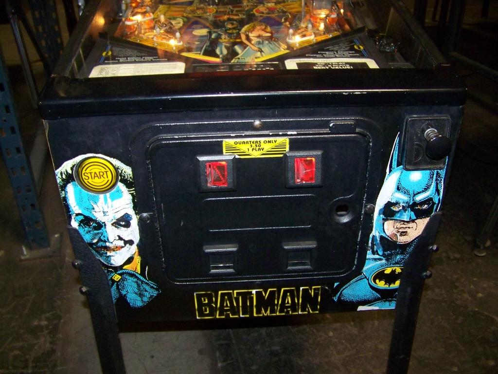 Lot 481 - BATMAN PINBALL MACHINE W / TOPPER1991 DATA EAST