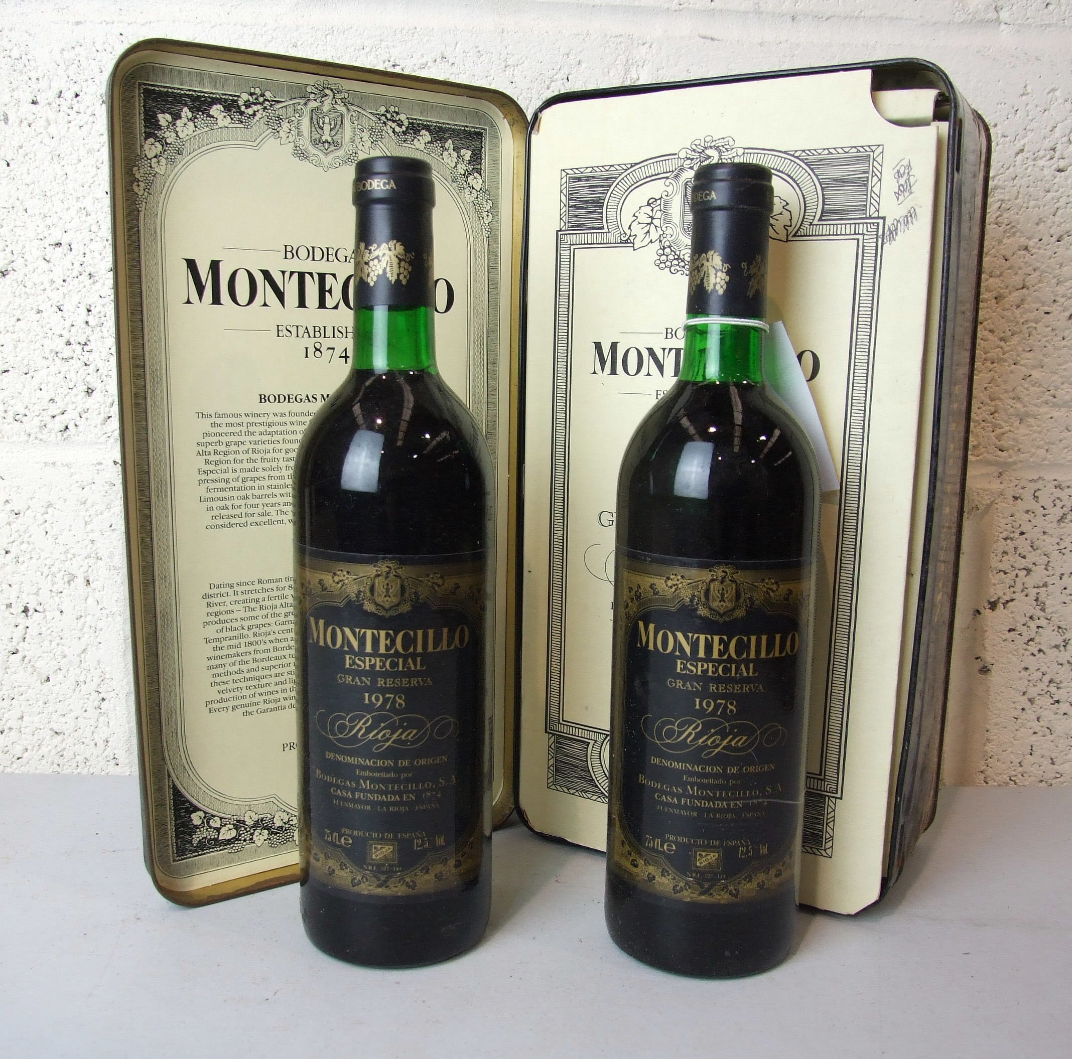 Lot 12 - Spain, Monticillo Gran Reserva 1978, high shoulder, presentation tin, fair condition, two