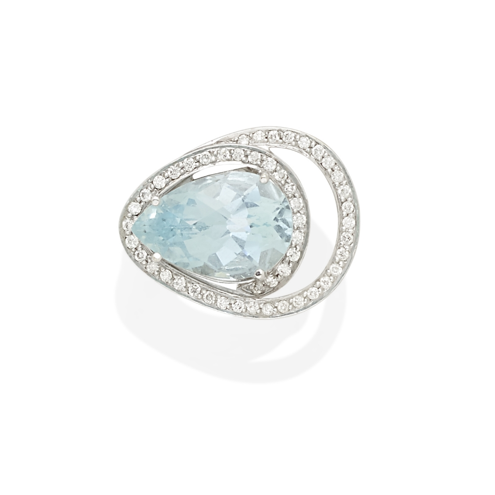 Lot 51 - A free-form aquamarine and diamond ring