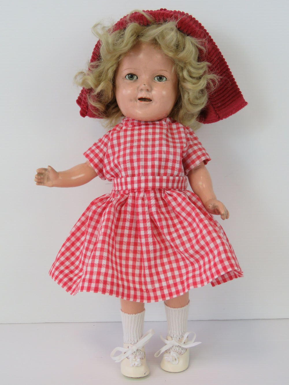 Lot 686 - A Shirley Temple doll by Ideal, with sle