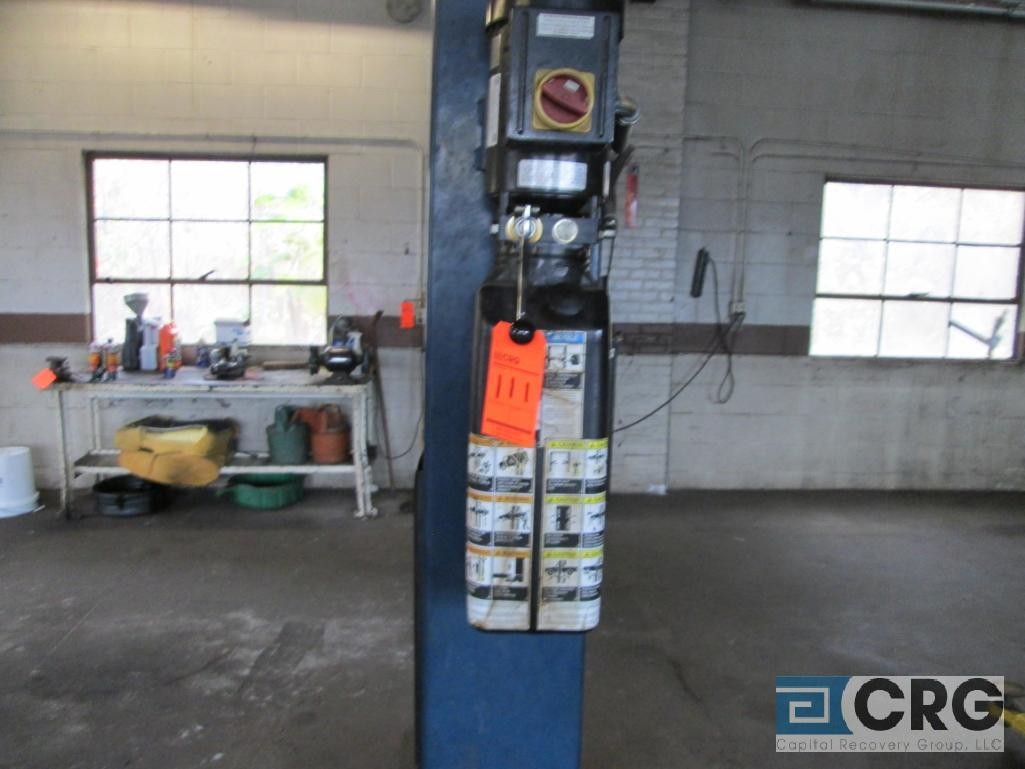 2008 Versymmetric Challenger CLFP9 2 post hydraulic auto lift, 9,000 lb. cap., 230 V, 20 amp, 1 - Image 2 of 3