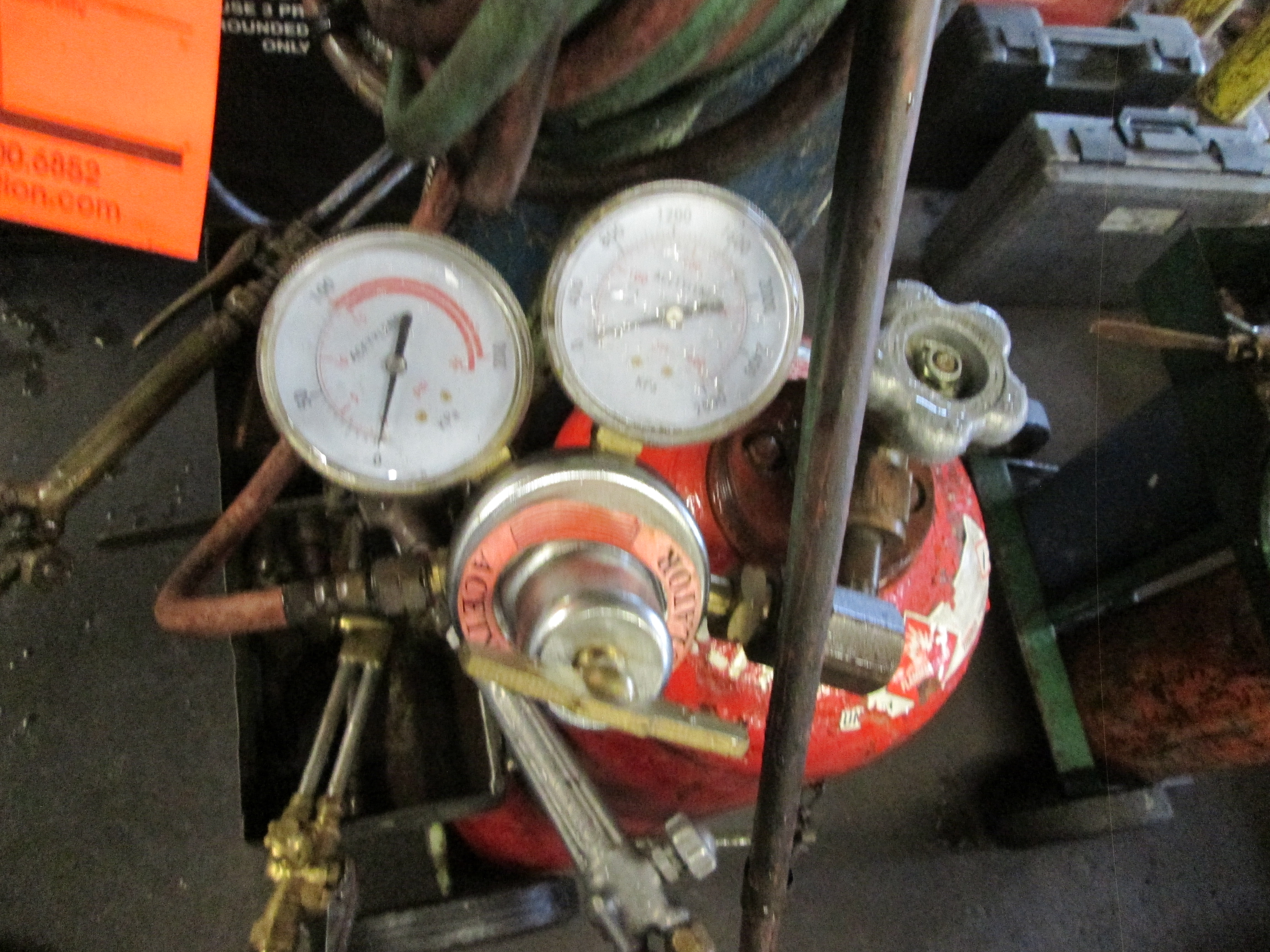 620 plus gallon motor oil, steel tank, with Graco pump and gauge, 78 inch long x 42 inch wide x 62 - Image 5 of 5