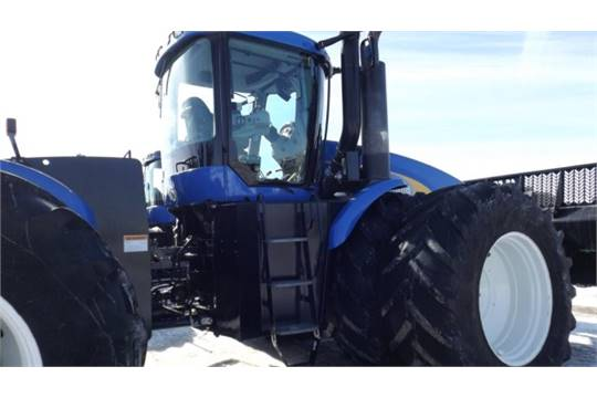 New Holland T9060 HD Tractor '11, sn# ZBF212353 4WD, Deluxe