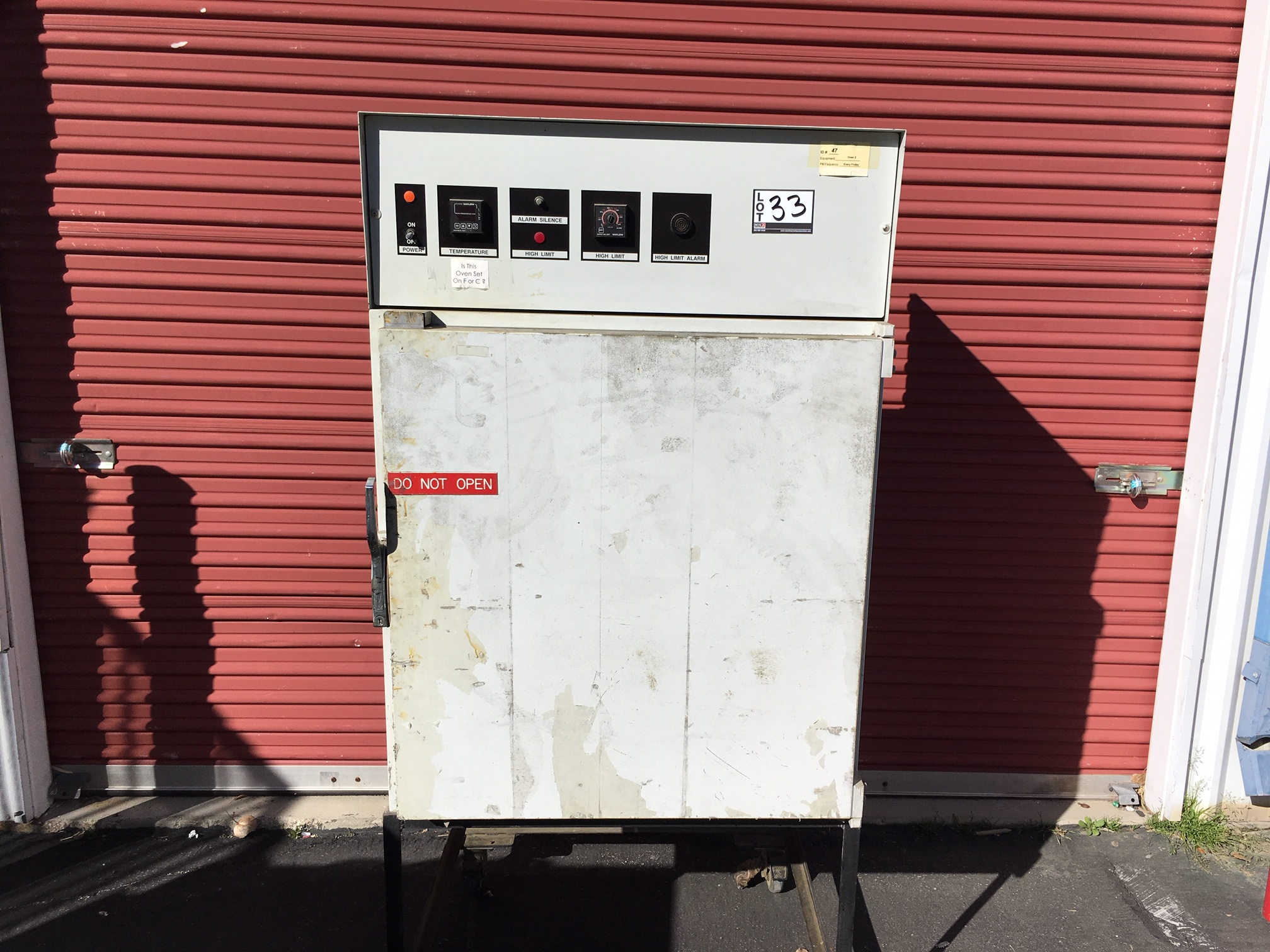 Lot 33 - Oven Model Number MCPLO S/N25945-02