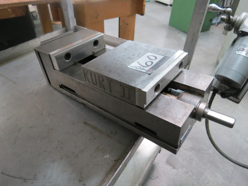 "Lot 60 - Kurt 2 pi800a, 8"" Mill Vise"