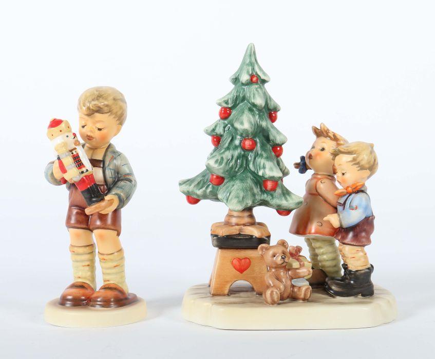hummel figurengruppe am weihnachtsbaum w goebel. Black Bedroom Furniture Sets. Home Design Ideas