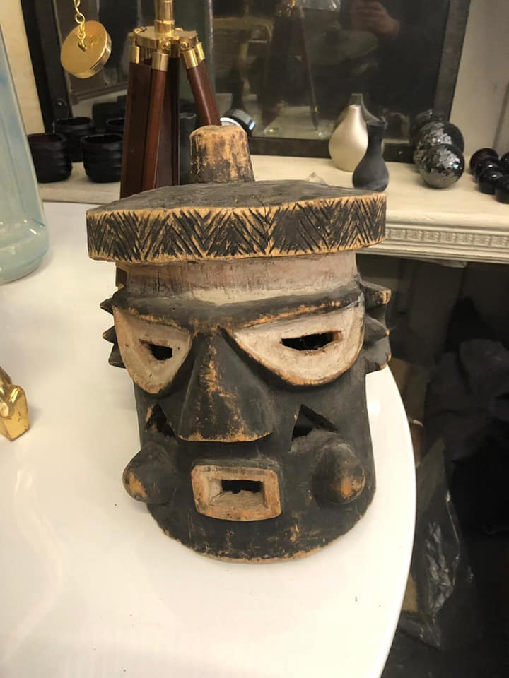 Lot 17 - African wood caving mask 30 x 25 x 25cm