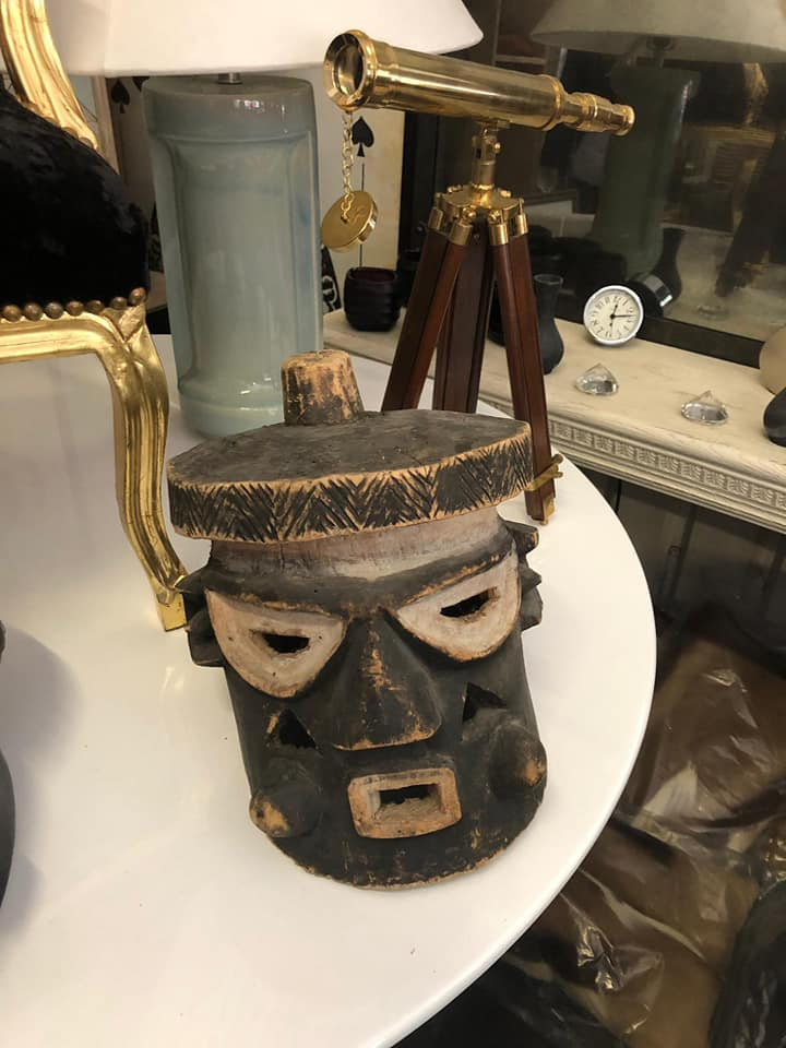 Lot 17 - African wood caving mask 30 x 25 x 25cm