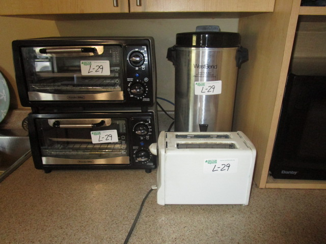 Lot 29 - 2 Proctor Silex Toaster Ovens and 2 Slice Toaster and West Bend Coffee Urn