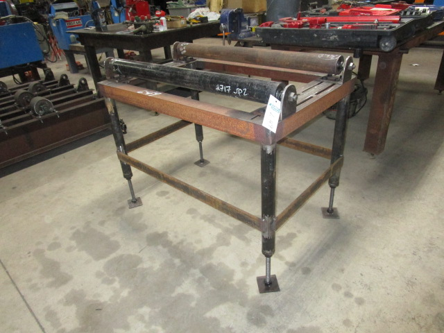 """Lot 49 - 48""""W X 31""""L X 35""""H Adjustrable Legs Double Rollers"""