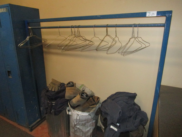 """Lot 20 - Metal Frame Clothing Rack Approx 5'6"""""""