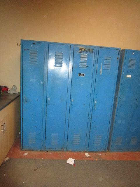 Lot 14 - Bank of 4 Full Size Lockers