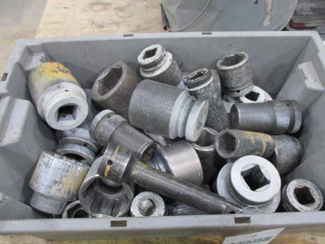 "Lot 139 - Bin lot of 3/4"" Sockets Various Sizes"