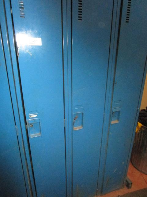 Lot 18 - Bank of 3 Full Size Lockers