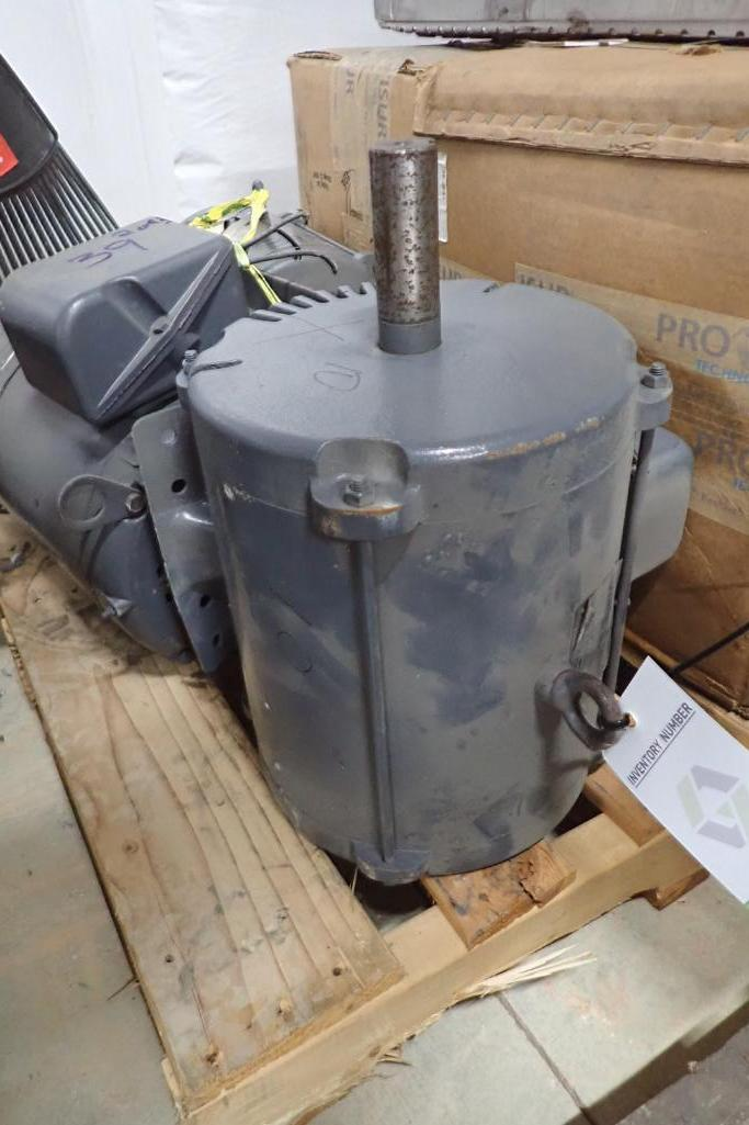 Lot 39 - (3) 10 hp rebuilt never used electric motors - (Located in Fayetteville, AR)