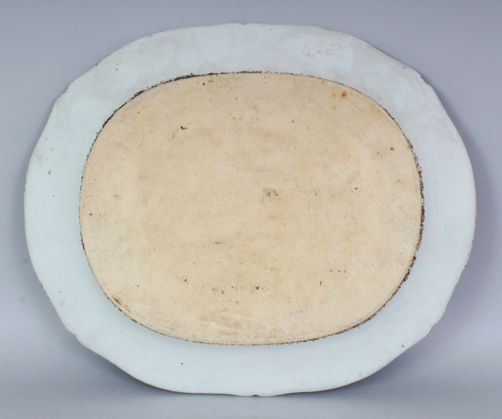 Lot 177 - A LATE 18TH CENTURY CHINESE QIANLONG PERIOD UNDERGLAZE-BLUE & FAMILLE ROSE ARMORIAL SHAPED OVAL