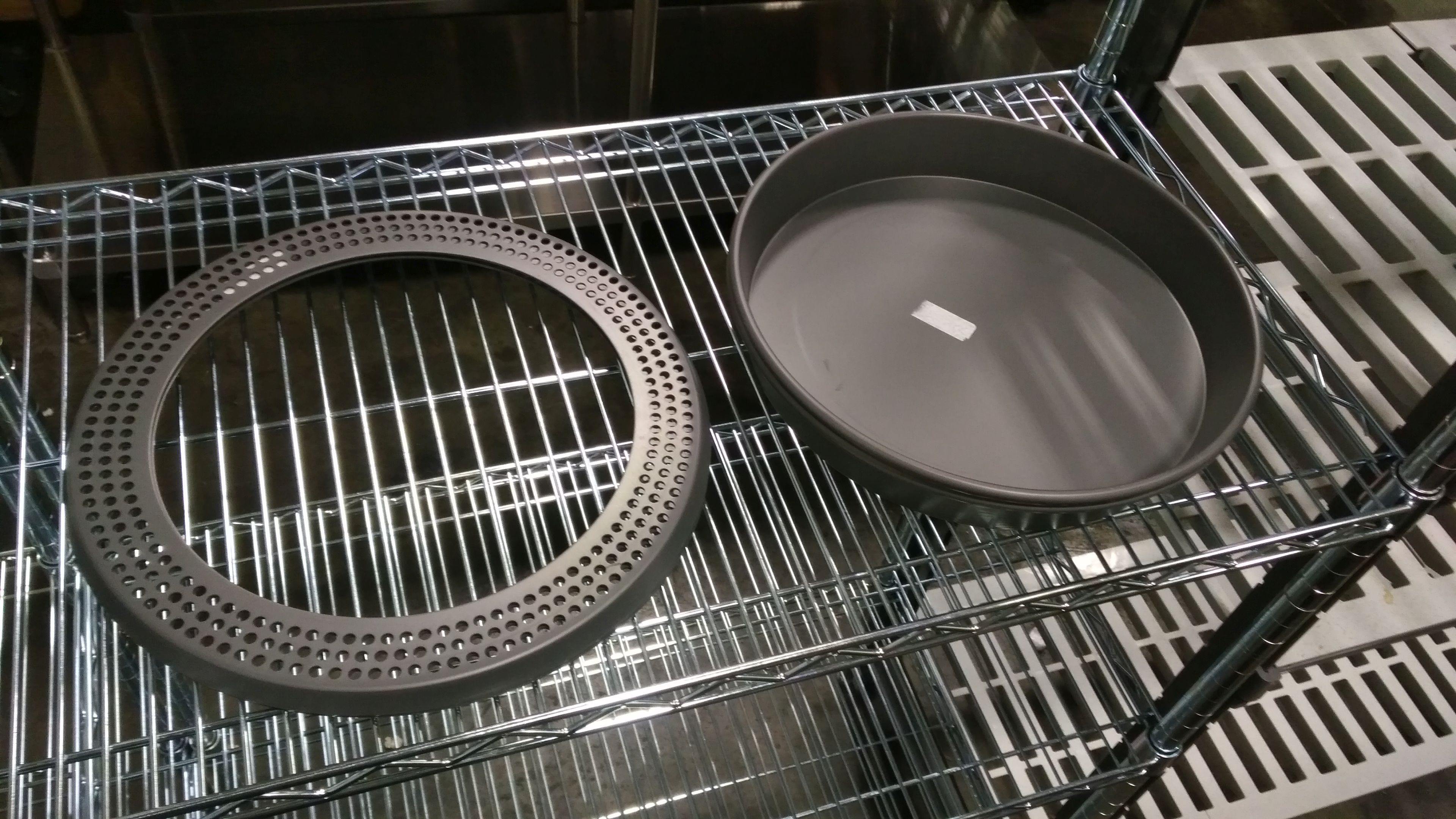 "Lot 1 - 13"" Pizza Pans with No-Burn Ring - Lot of 2 (4 Pieces)"