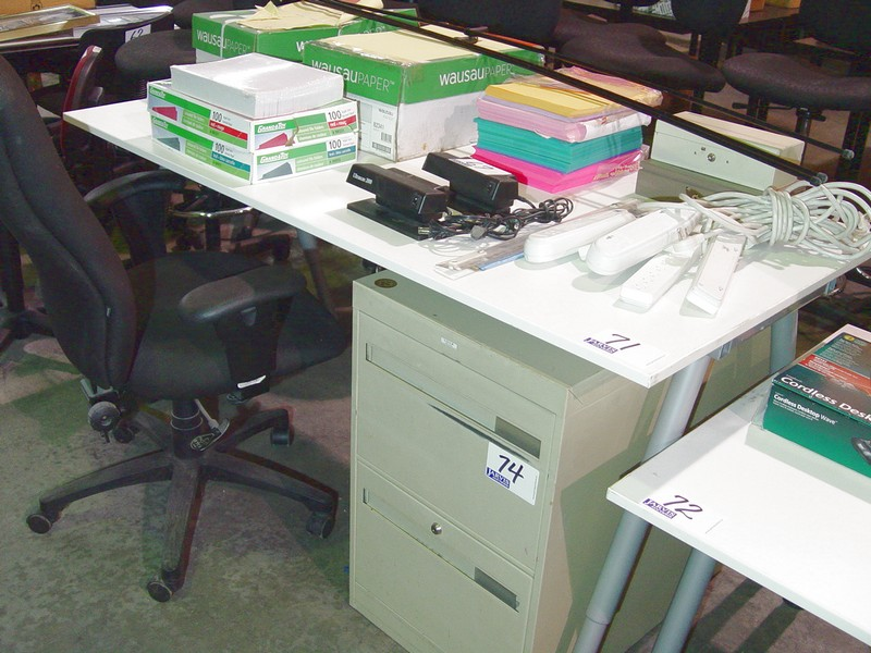 Lot 71 - WHITE ADJUSTABLE HEIGHT WORKSTATION