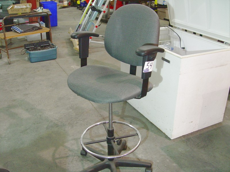 Lot 54 - GREY GAS LIFT DRAFTING CHAIR