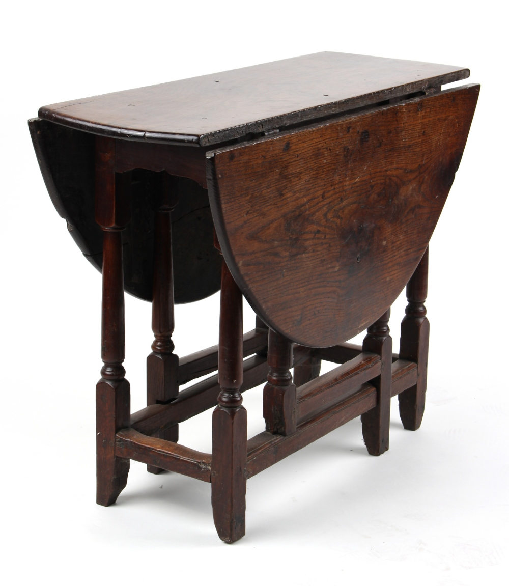 Property of a lady - a late 17th / early 18th century oak oval topped gate-leg table, 36.25ins. (