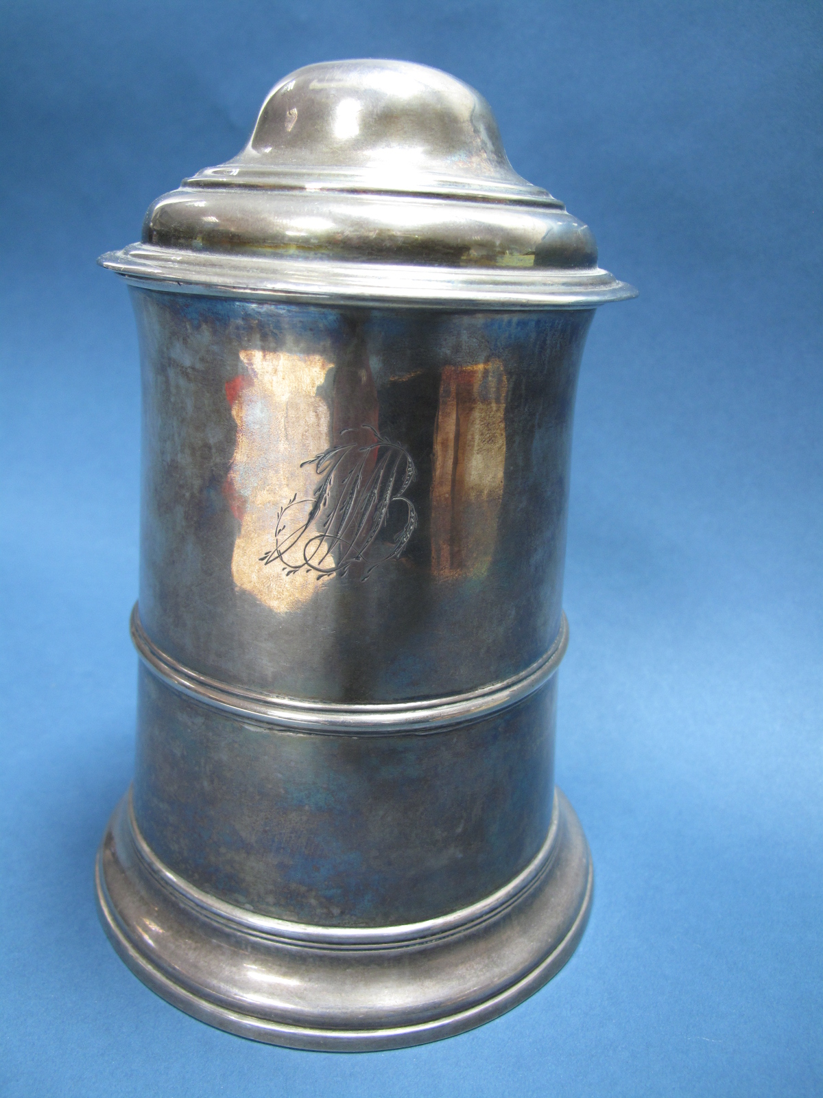 Lot 38 - A Georgian Hallmarked Silver Lidded Tankard, Henry Tudor & Thomas Leader, Sheffield 1774, of plain