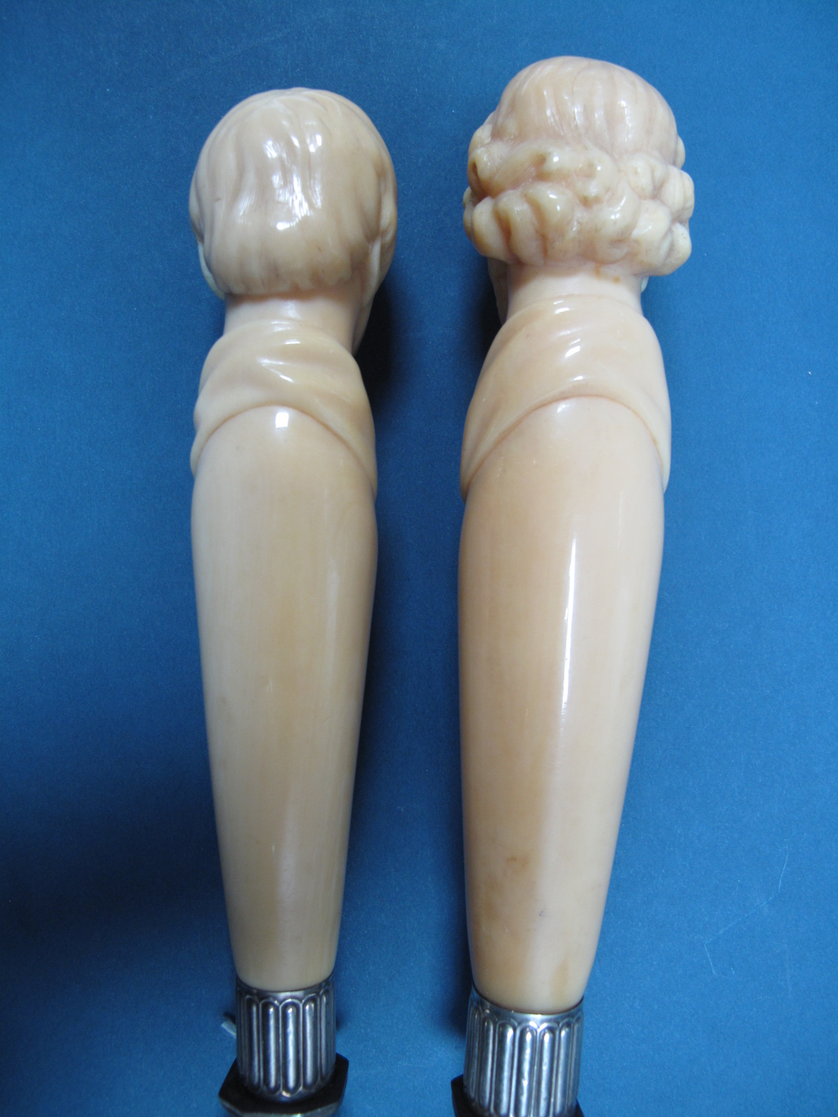 Lot 32 - A XIX Century Joseph Rodgers & Sons Two Piece Carving Set, the handles carved as Sir Walter Scott