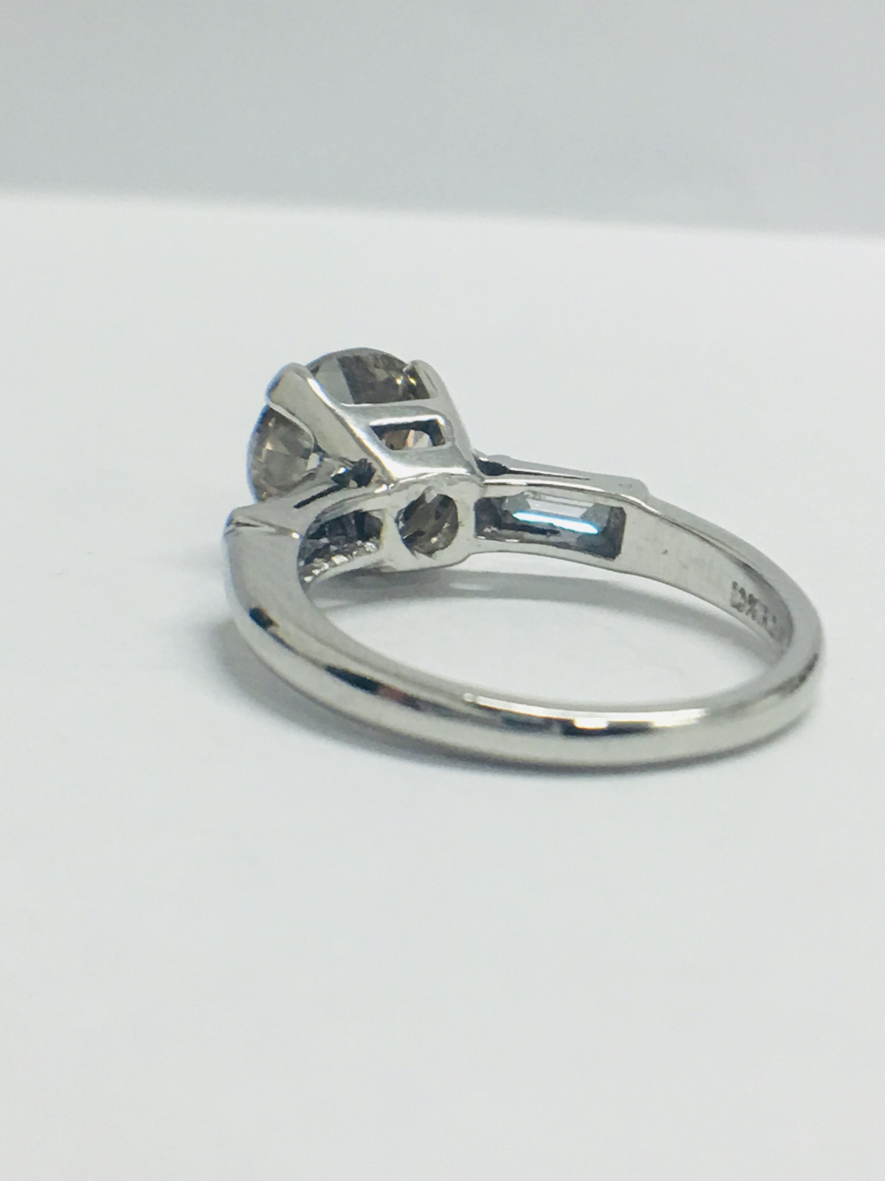 Lot 39 - 14ct White Gold Diamond Ring.