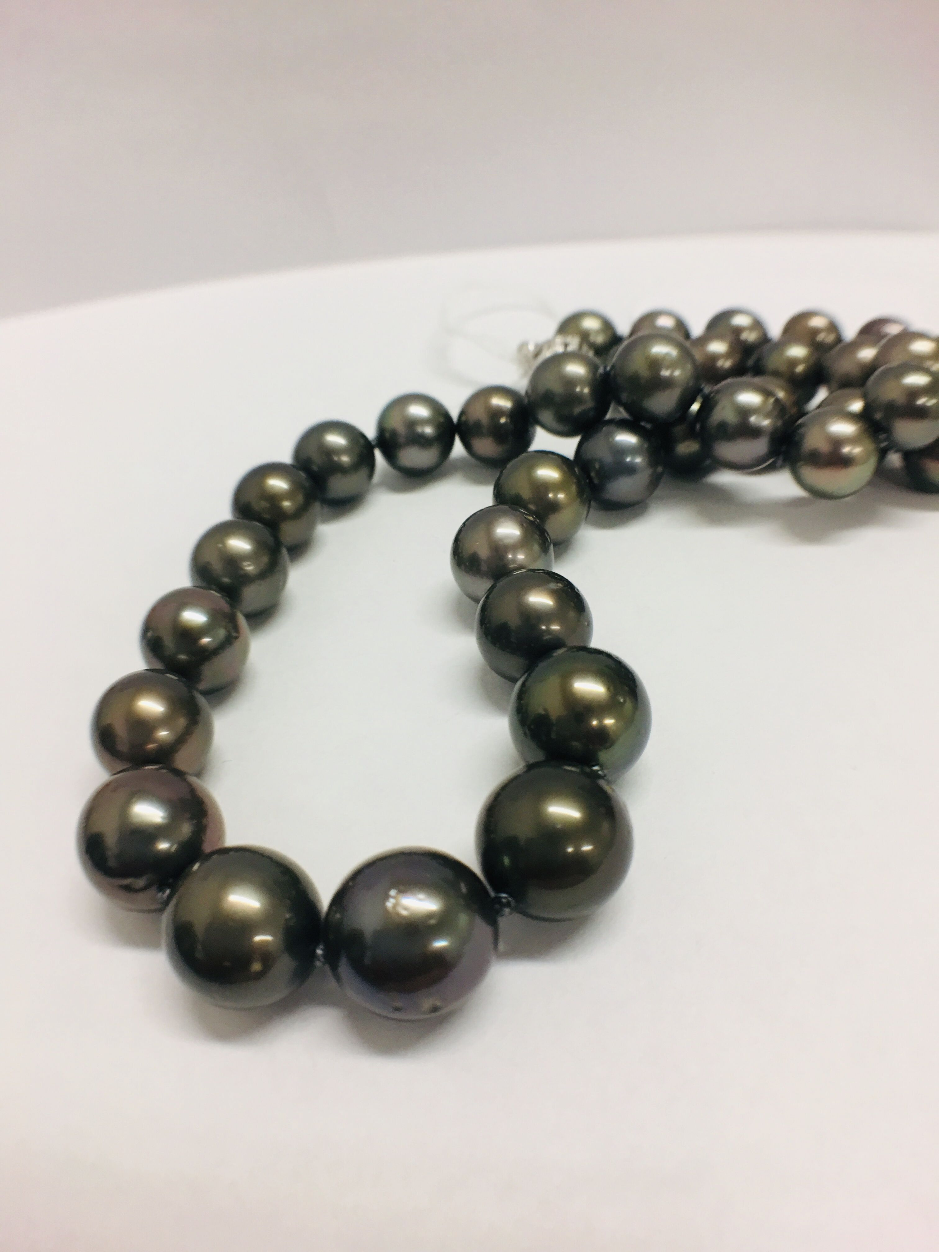 Lot 10 - Tahitian Pearl Necklace