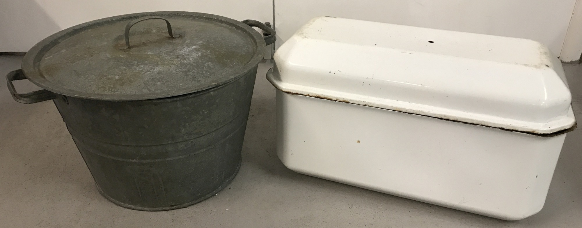 Lot 89 - A vintage galvanised lidded pail with drainage platform insert to interior.