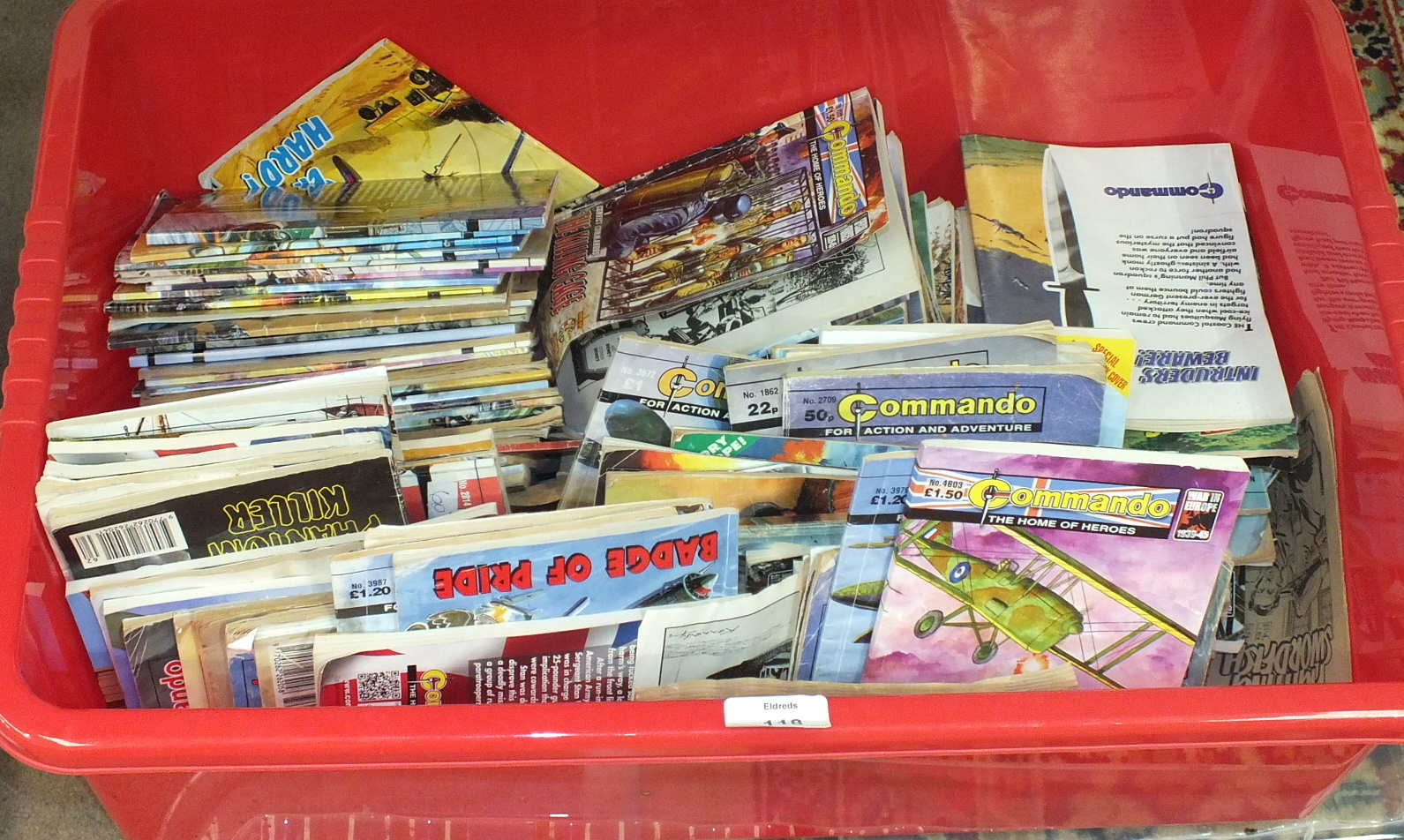 Lot 118 - A quantity of Commando comics, approx 70 and other comics, etc.