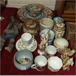 An Imari plate, 30.5cm diameter, af, and other 20th century oriental ceramics, af.