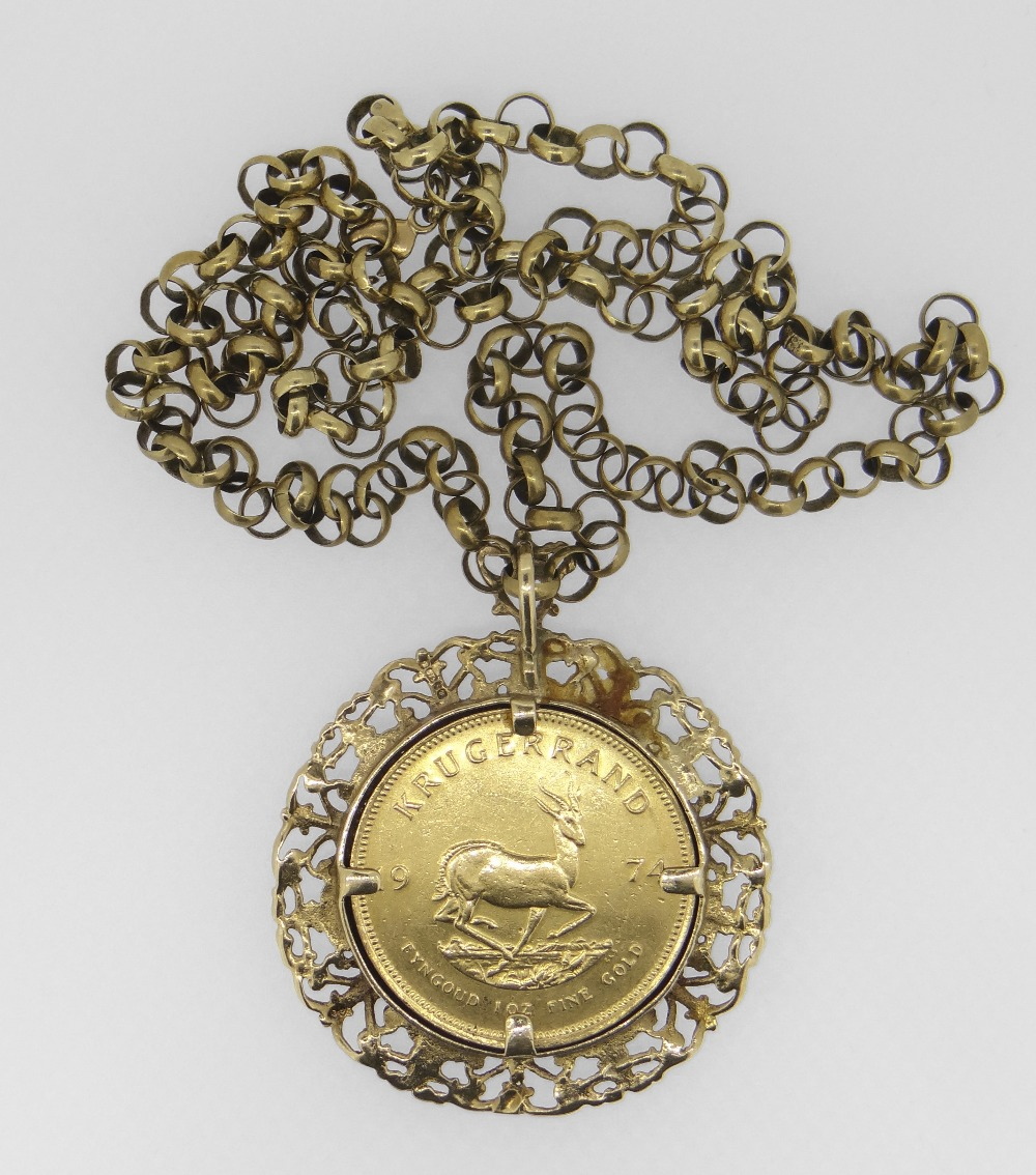 1974 1 OZ FINE GOLD KRUGERRAND SET IN PIERCED 9CT YELLOW GOLD MOUNT on a 9ct yellow gold belcher