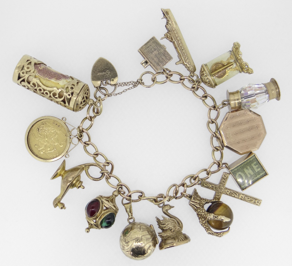 9CT YELLOW GOLD CURB LINK CHARM BRACELET having 9ct yellow gold heart shaped padlock. The assortment